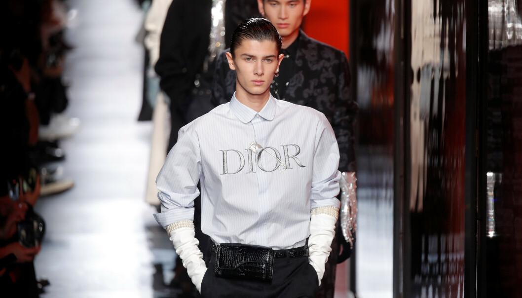 MOTELØVE: Det er over et år siden prins Nikolai gikk på sin siste catwalk. Denne uken overrasket han imidlertid i Paris, da han dukket opp på Dior sin visning. Foto: NTB scanpix