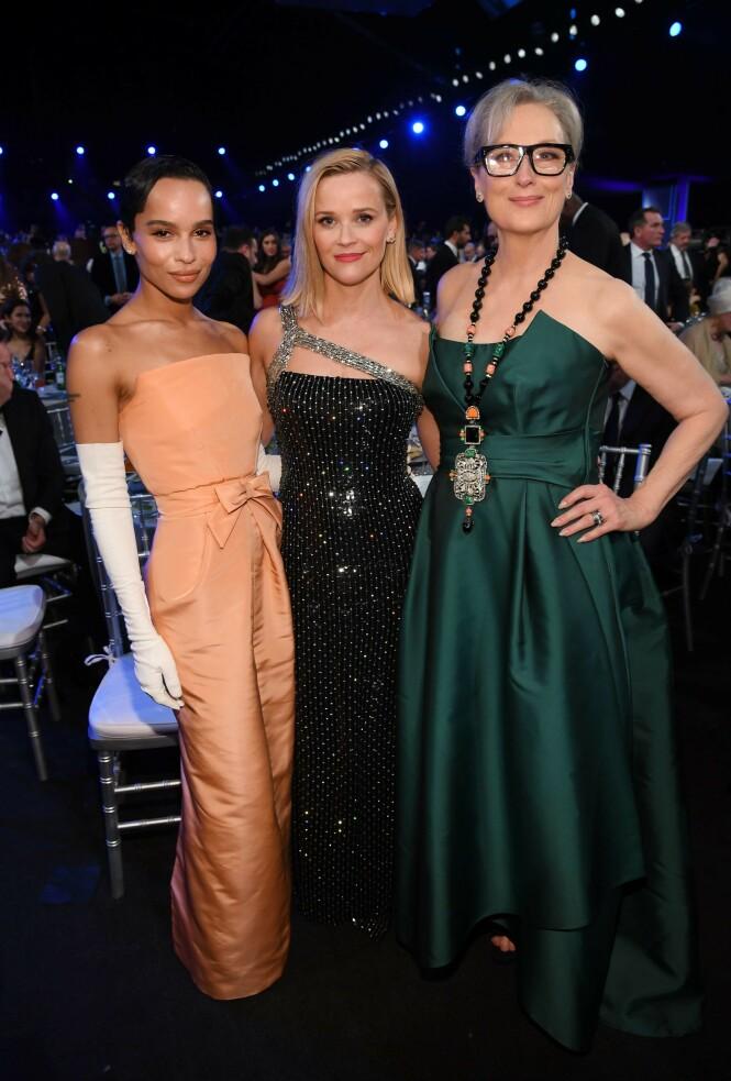 STRÅLER: Zoe Kravitz, Reese Witherspoon og Meryl Streep poserer sammen under årets SAG Awards. Foto: NTB Scanpix