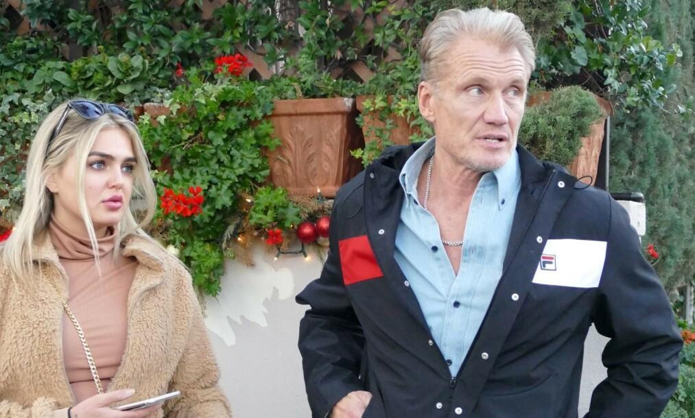 NORSK KJÆRESTE: Hollywood-stjerne Dolph Lundgren (62) har forelsket seg i norske Emma Krokdal (24). Her under en lunsj i desember. Foto: NTB scanpix