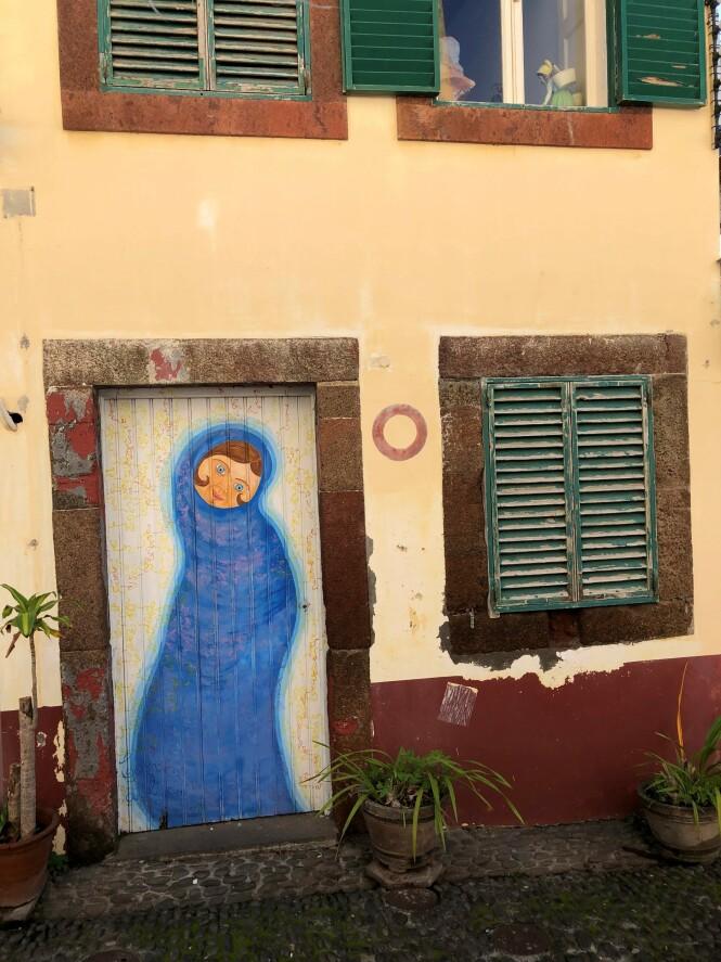 Mange dører i Funchal   er små kunstverk. FOTO: Dorthe Kandi