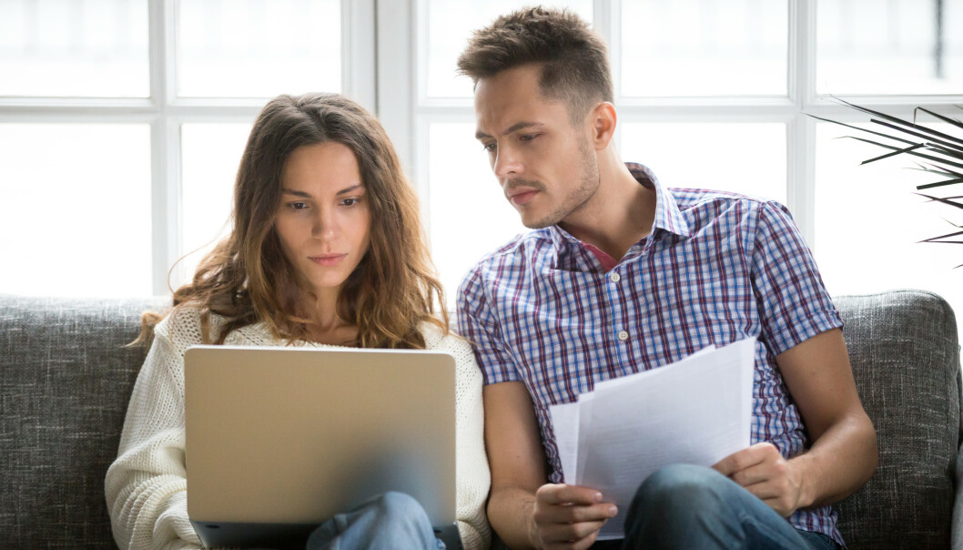 JOBB OG FORHOLD: Jobben kan ta mye tid, men man må fortsatt gjøre plass til partneren i hverdagen. Foto: NTB Scanpix