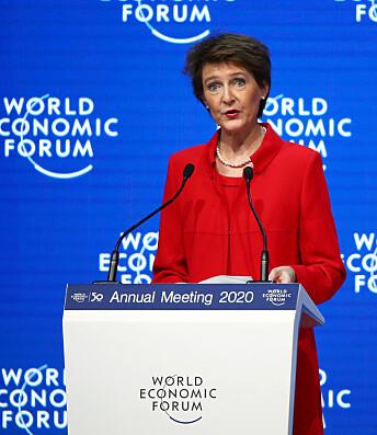 <strong>TRUMP-STIKK:</strong> Den sveitsiske forbundspresidenten Simonetta Sommaruga (59) var offisielt den første taleren under årets toppmøte i Davos. Foto: NTB Scanpix