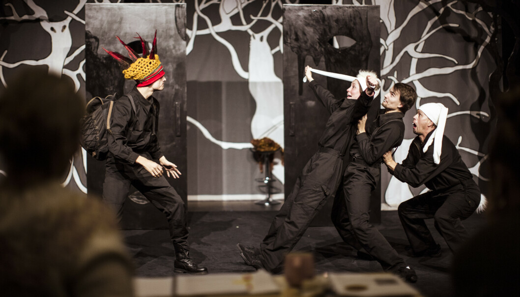 SKUESPILLER: Anne Line spiller i forestillingen Askeladden og prinsessen i Trollfjellet på Teater Manu. FOTO: Astrid Waller.