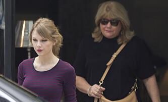 MOR OG DATTER: Taylor Swifts mor Andrea er alvorlig syk. Foto: NTB Scanpix