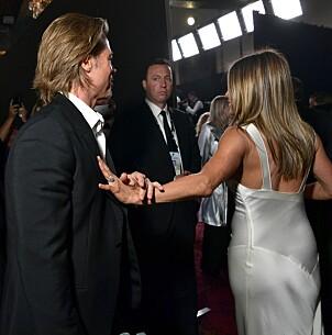 NÆRKONTAKT: Ifølge fotografen var det lett å se at Brad Pitt og Jennifer Aniston har kjent hverandre i over 20 år. Foto: Emma McIntyre, Getty / NTB Scanpix