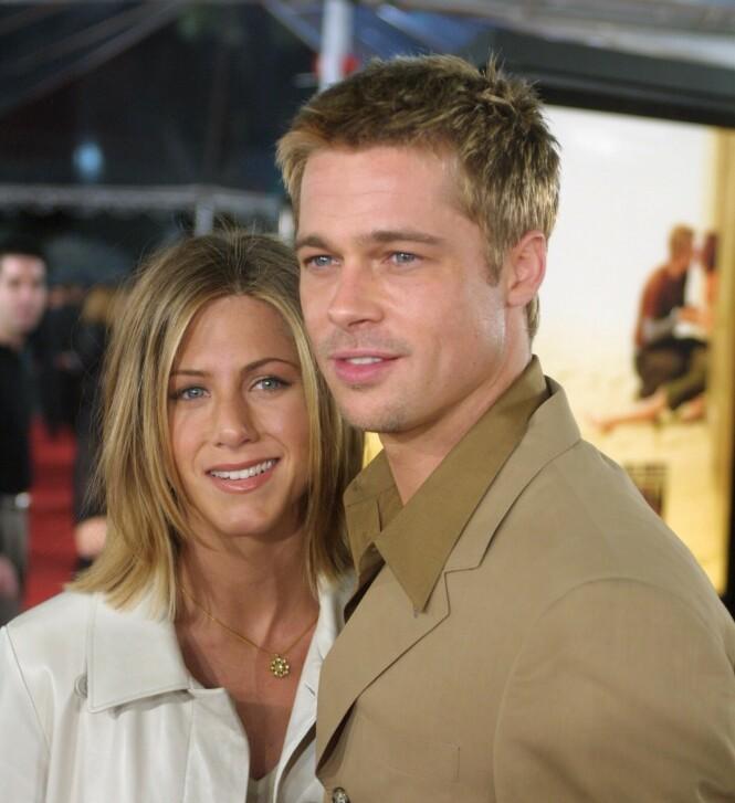 STJERNEPAR: Jennifer Aniston og Brad Pitt var et av Hollywoods mest populære par. Her i 2001, fire år før de skilte lag. Foto: NTB Scanpix