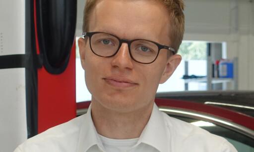 - INGEN KOMMENTAR: Kommunikasjonssjef Even Sandvold Roland i Tesla Norge vil ikke si noe om selskapet vil søke kontantstøtte fra staten, på grunn av lavere omsetning. Foto: Ebil24