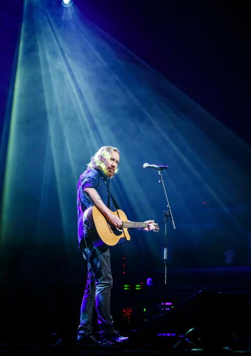 ARTIST: Lars Winnerbäck anses som en superstjerne i Sverige, og har også spilt flere konserter i Oslo. Her er han avbildet på Sentrum Scene i 2015. Foto: NTB Scanpix