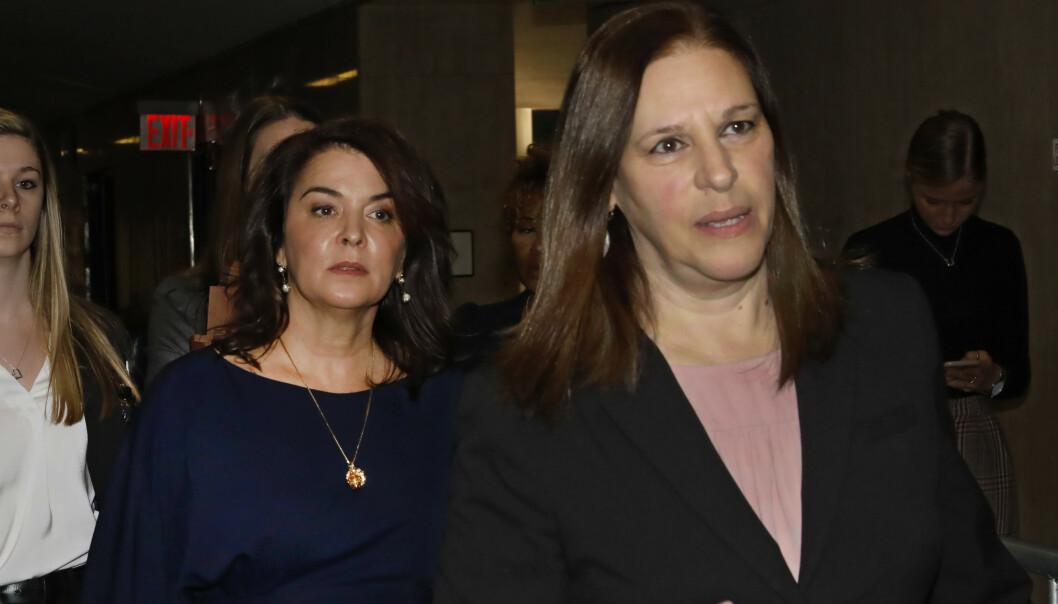 Skuespilleren Annabella Sciorra (t.v.) fortalte torsdag at hun ble voldtatt av filmmogulen Harvey Weinstein. Her ankommer hun retten i New York sammen med statsadvokat Joan Illuzzi. Foto: AP / NTB scanpix