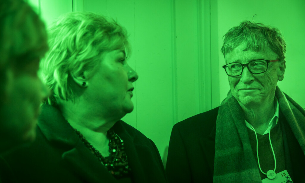 MIDDAG: I grønt gatelys ventet statsminister Erna Solberg på en kabelbane sammen med Bill Gates og sjefen i Bill & Melinda Gates Foundation, Susan Desmond-Hellmann i Davos for to år siden. De tre skulle opp i fjellet for å delta i en middag der tema var FNs bærekraftsmål. Til stede var altså også Telenor-sjef Sigve Brekke. Foto: Heiko Junge / NTB scanpix