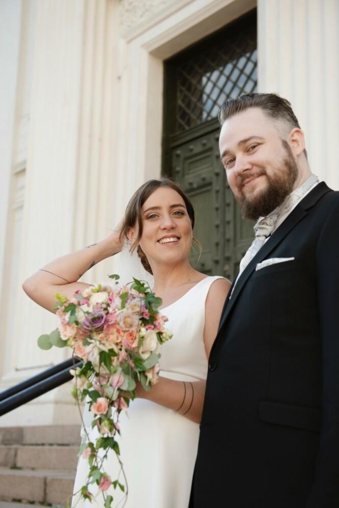 GRU-GLEDER SEG: Tina Camilla Kikut og ektemannen Bjørn-Harald Larsen Sønsthagen er spente på å se seg selv gifte seg på tv. Foto: TVNorge