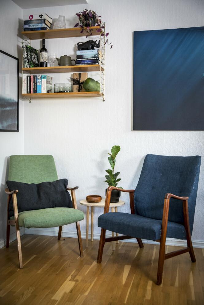 BRUKTSKATTER: Stolen til venstre hadde noen slengt fra seg på gata, og har fått nytt trekk. Stolen til høyre er kjøpt på Fretex. FOTO: Ole Berg-Rusten / NTB scanpix