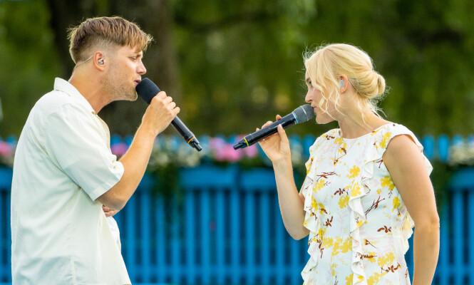 ARTIST: Her står Daniel Kvammen på scenen sammen med Eva Weel Skram under Allsang på grensen i fjor sommer. Foto: NTB Scanpix