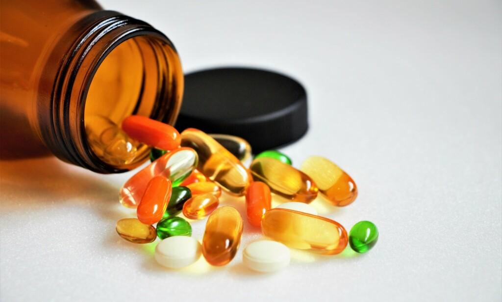 TILSKUDD: For de fleste vitaminer er det angitt et anbefalt inntak og en øvre grense. Foto: Shutterstock / NTB scanpix