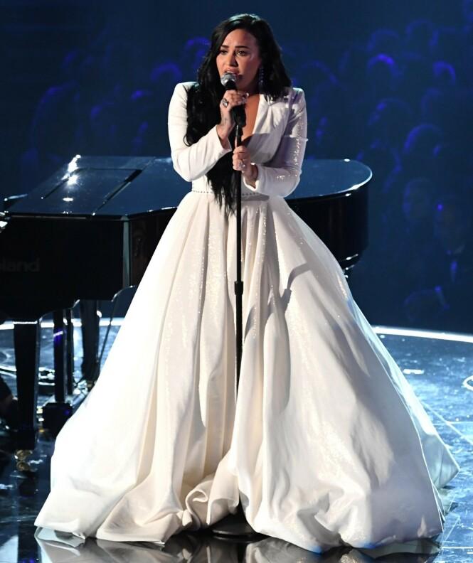 <strong>FANT GUD:</strong> Lovato forteller at religion har vært viktig for henne den siste tiden. Foto: NTB scanpix