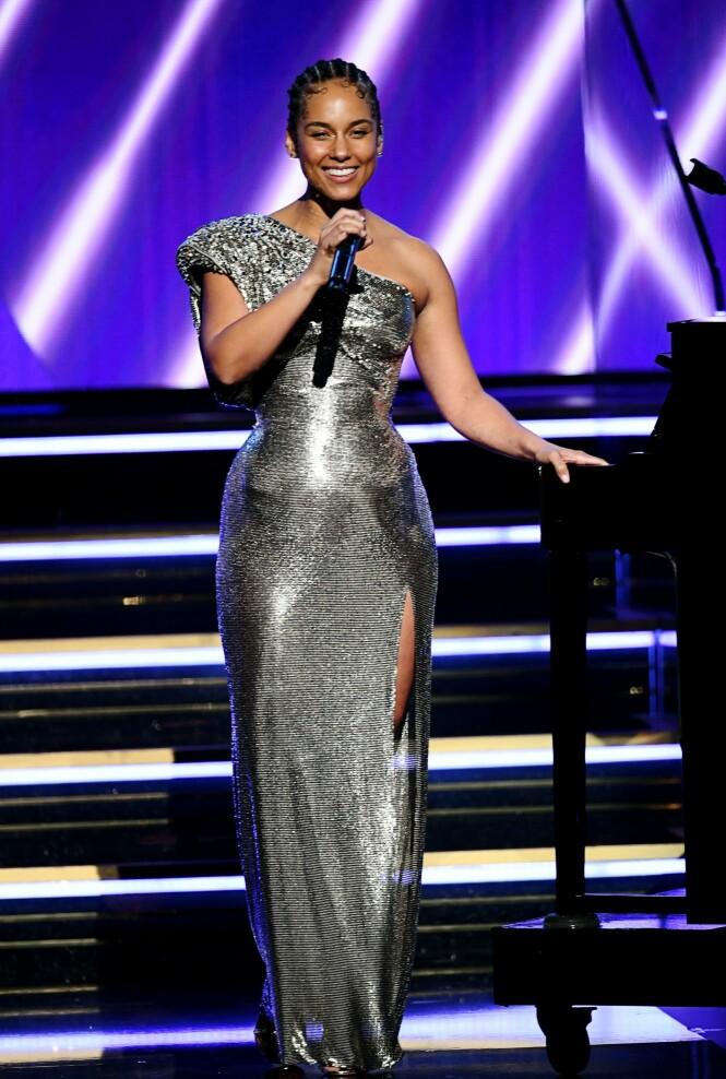 <strong>GA SIN HYLLEST:</strong> Alicia Keys var en av flere stjerner som var med på å minne den avdøde basketball-spilleren Kobe Bryant. Foto: NTB Scanpix