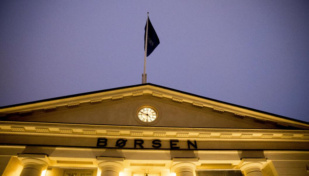<strong>BREMSET:</strong> Etter det voldsomme fallet på 1,99 prosent mandag, åpner hovedindeksen på Oslo Børs flatt fra start tirsdag. Foto: NTB scanpix.