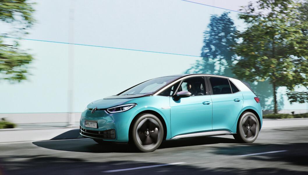 <strong>MANGE ELBILER:</strong> Til tross for at VW kommer til å selge mange elbiler i år, med ID.3 i spissen, er ikke det nok til å unngå en kraftig bot fra EU. Foto: VW