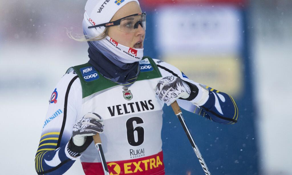 Stina Nilsson forlot Tour de Ski med et ribbeinsbrudd. Nå frykter hun at sesongen er over. Foto: Terje Pedersen / NTB scanpix