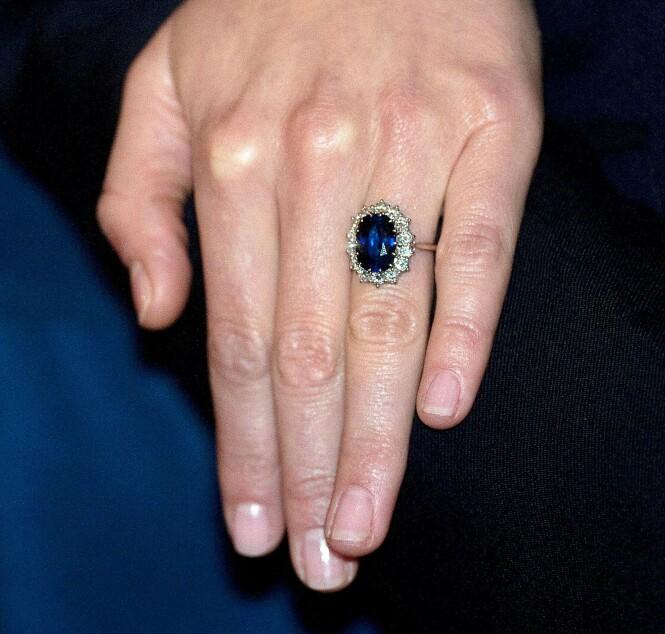 FORLOVELSESRING: Hertuginne Kates forlovelsesring var håndplukket av prinsesse Diana selv. Foto: NTB scanpix