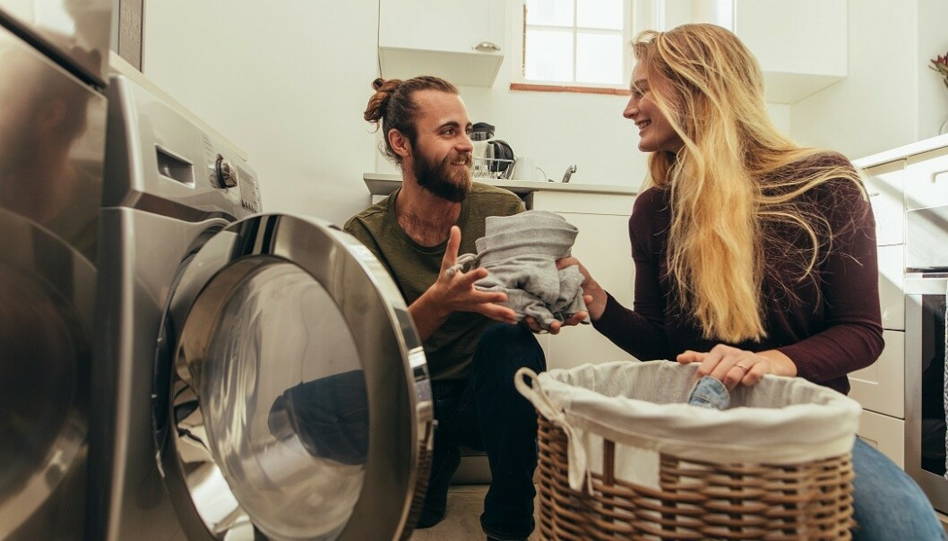 DEL PÅ HUSARBEIDET: En rettferdig fordeling av husarbeidet kan ha positiv effekt både på sexlivet og forholdet generelt. Foto: Scanpix.