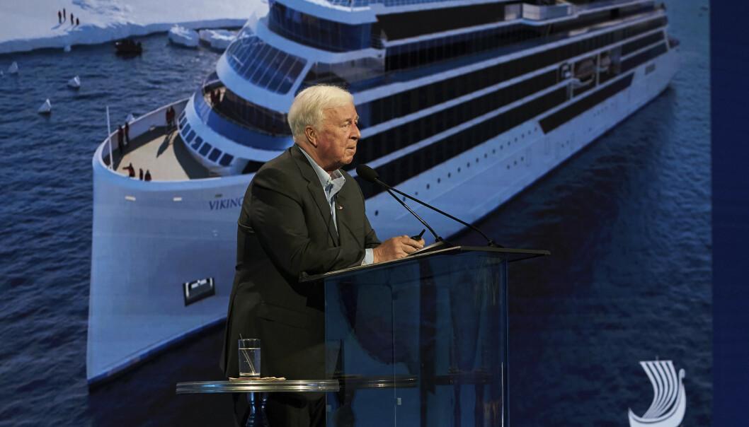 <strong>PENDLER:</strong> Torstein Hagen har i flere år vært pendler mellom Europa og USA. Her er han avbildet i Los Angeles i forbindelse med Viking Cruises lansering av den nye storsatsingen Viking Expeditions den 15. januar i år. Foto: Viking Cruises / AP / NTB Scanpix