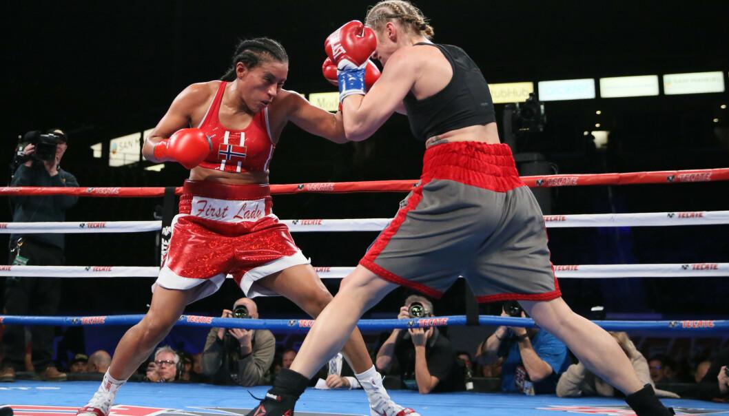 FØRSTEDAMA: Cecilia Brækhus i åttende runde mot Aleksandra Magdziak-Lopes under Welterweight Championship i California 2018. Cecilia vant gjennom enstemmig beslutning. FOTO: NTBScanpix