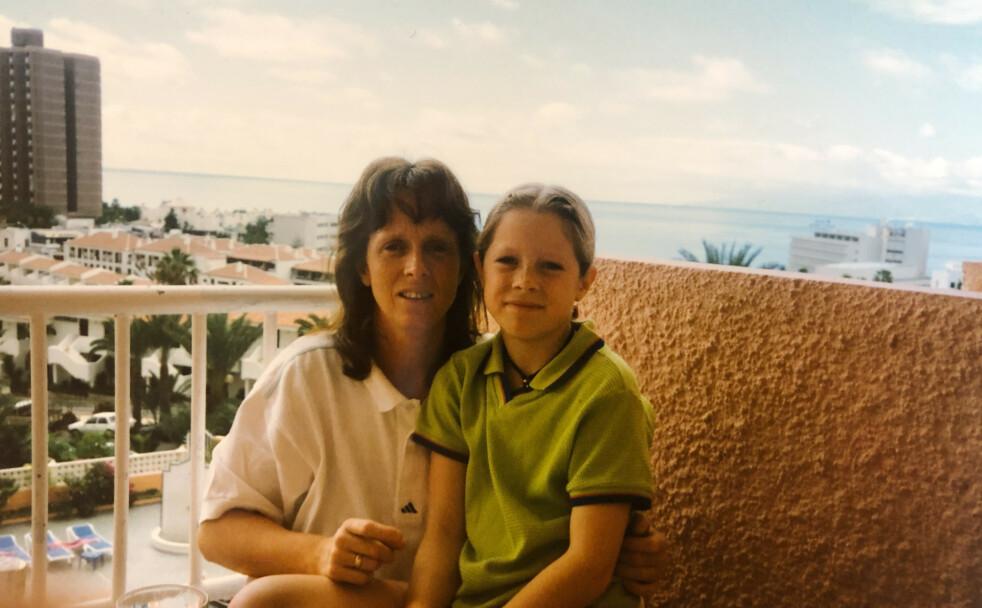 FØR SYKDOMMEN: Mamma Torill Fossen minnes datteren Lene Marie Fossen som at aktivt og sosialt barn. Her fra en ferietur til Tenerife i 1996. FOTO: Privat
