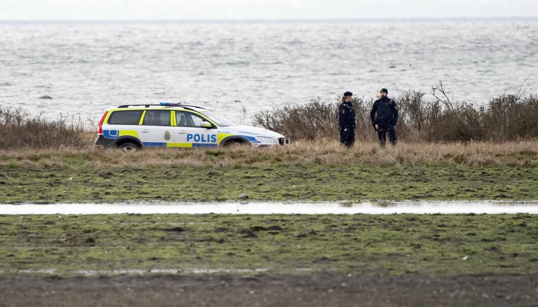 Politiet bekrefter at det var den savnede Eirin Mikkelsen som ble funnet død i strandkanten lørdag. Det er ingenting som tyder på at hun er blitt utsatt for noe straffbart. Foto: Johan Nilsson/TT / NTB scanpix.