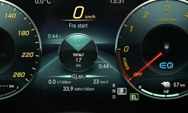 MYE STRØM: Kjører du på elektrisk motor, vil du se at mye av den totale kjørelengden blir heleelektrisk. Foto: Rune M. Nesheim