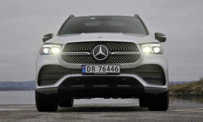 <strong>KONGEN PÅ HAUGEN:</strong> Mercedes har virkelig klint til med elektrisk rekkevidde og er i grenseland på hvor mye batteri man egentlig skal drasse med seg i en hybridbil. Foto: Rune M. Nesheim