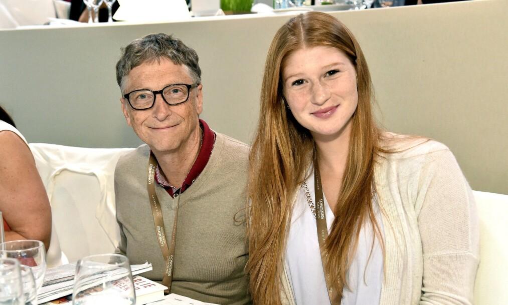 FAR OG DATTER: Bill Gates har tre barn med kona Melinda. Den eldste, dattera Jennifer, har nå forlovet seg. Foto: NTB scanpix