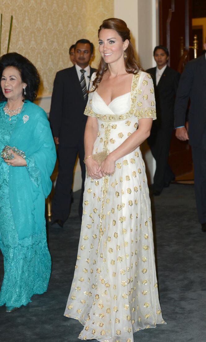 2012: Hertuginne Kate hadde på seg denne Alexander McQueen-kjolen under et besøk til Malaysia for åtte år siden. Foto: NTB Scanpix