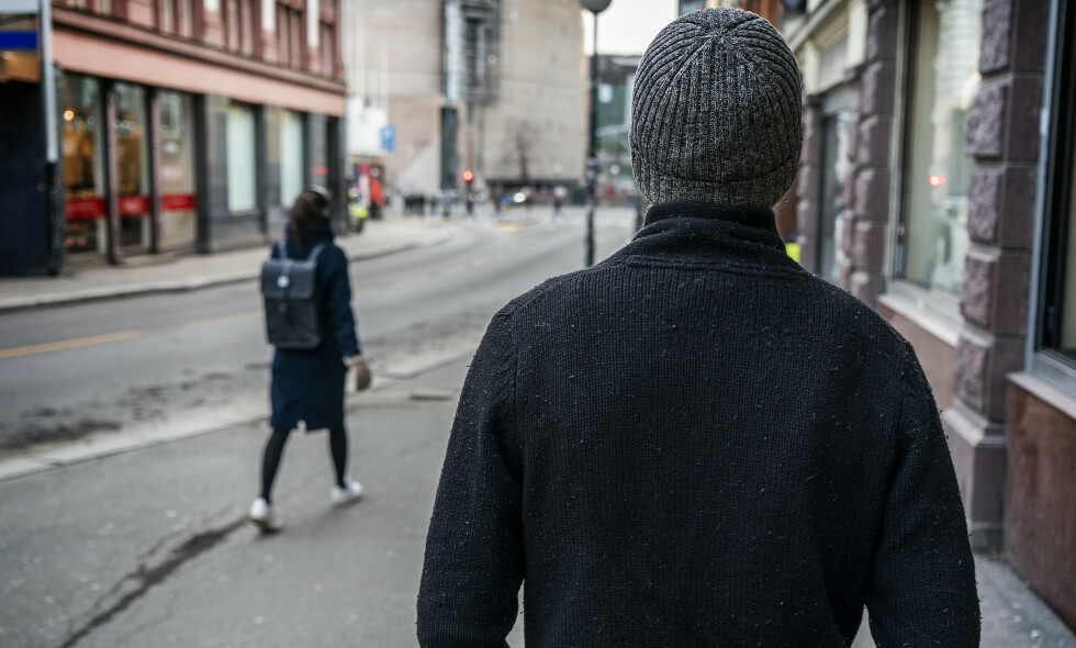 COACH: «Andreas» driver en sjekkeskole hvor han blant annet hjelper menn med å bli trygge på å snakke med kvinner. Han vil være anonym for ikke bli gjenkjent når han er ute på byen med deltakerne. Foto: Hans Arne Vedlog / Dagbladet