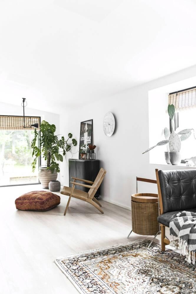 Line er opptatt av at interiøret skal passe inn i det gamle huset, men også at det skal passe de grønne omgivelsene. FOTO: Julie Wittrup og Mikkel Dahlstrøm/Another Studio