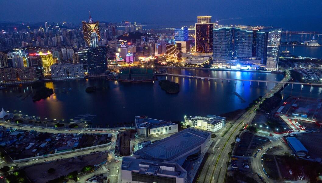 <strong>STENGES:</strong> Kasinoene i gamblingbyen Macau er blant dem som rammes økonomisk av coronaviruset. Kasinoene skal holde steng ut to uker for å begrense smitte. Foto: Philip Fong / AFP / NTB Scanpix