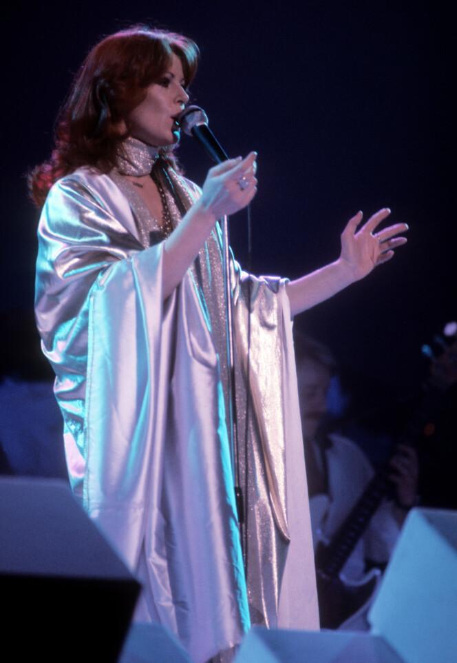 MØRK SKJØNNHET: Frida på scenen i 1982. (Foto: NTB Scanpix)