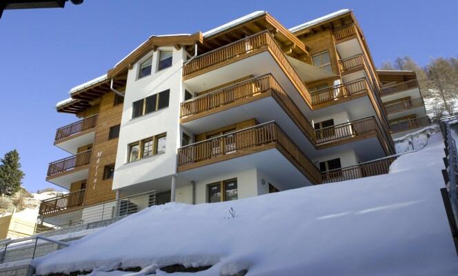 ROM MED UTSIKT: I dette leilighetskomplekset i Zermatt bor Frida sammen med Henry Smith, forholdsvis enkelt i forhold til hva hun kunne hatt råd til. (Foto: NTB Scanpix)