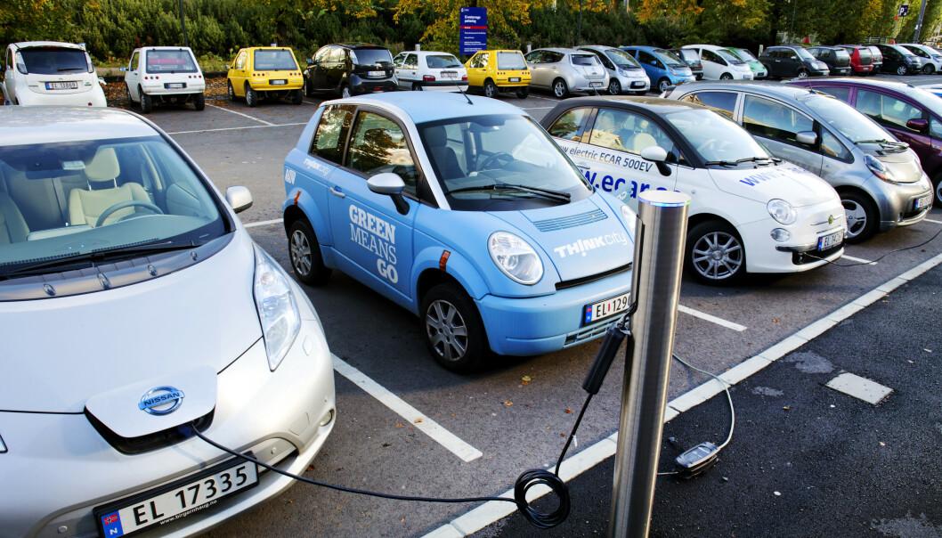 DYRERE Å LADE: Å lade elbilen etter jobb eller når presset mot strømnettet er høyt, kan bli dyrere i framtida. Foto: Erlend Aas / NTB scanpix