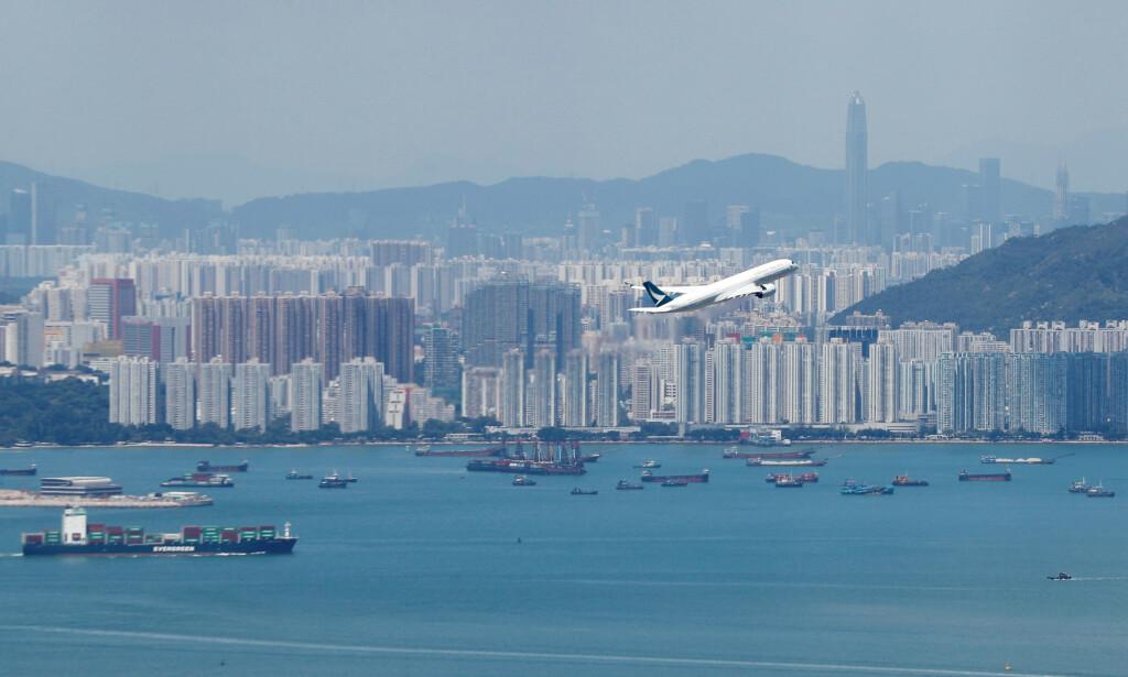 VANSKELIG TID: Cathay Pacific ber de ansatte bidra til å hjelpe flyselskapet ut av krisen. Foto: AP / NTB scanpix
