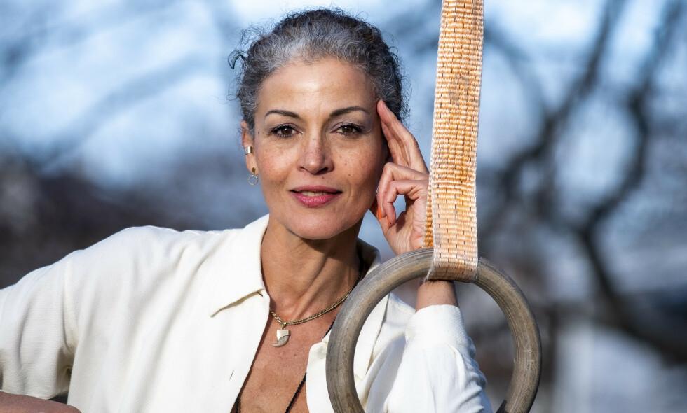 SUKSESS: Julie Bergmann (56) tenker at de grå lokkene vil gi henne enda noen år innenfor modellyrket. Slik var hennes vei inn i bransjen. Foto: Lars Eivind Bones