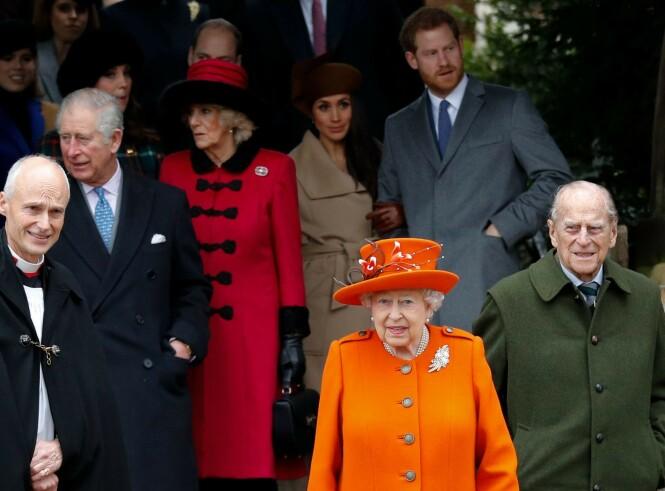 <strong>JULEFEIRING:</strong> Dronning Elizabeth og prins Philip sammen med resten av kongefamilien på julegudstjeneste i Sandringham i 2017. Foto: NTB scanpix
