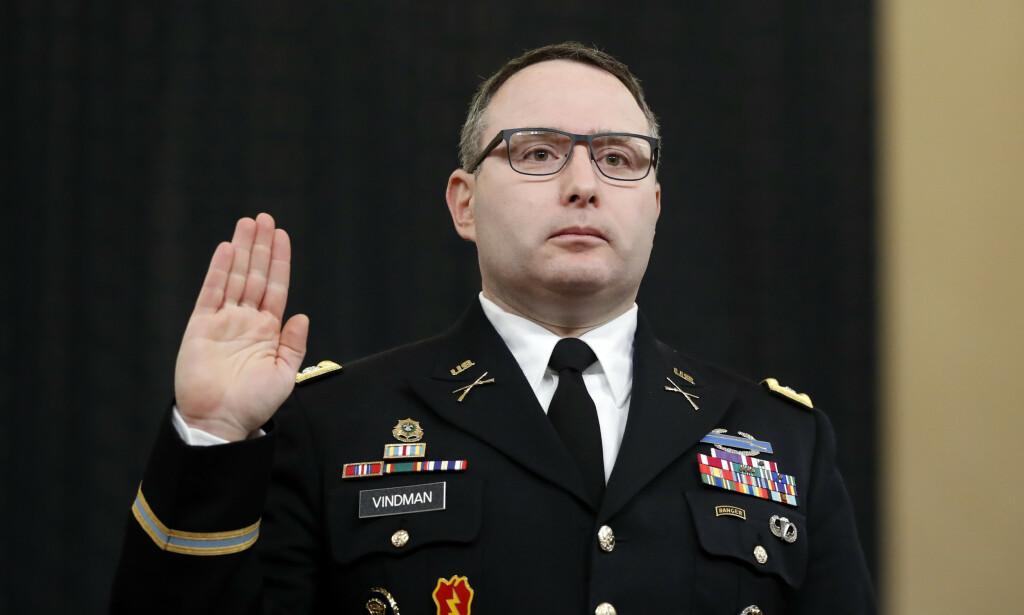 Oberstløytnant Alexander Vindman er ferdig i USAs nasjonale sikkerhetsråd. Også tvillingbroren hans har fått sparken. Foto: AP / NTB scanpix