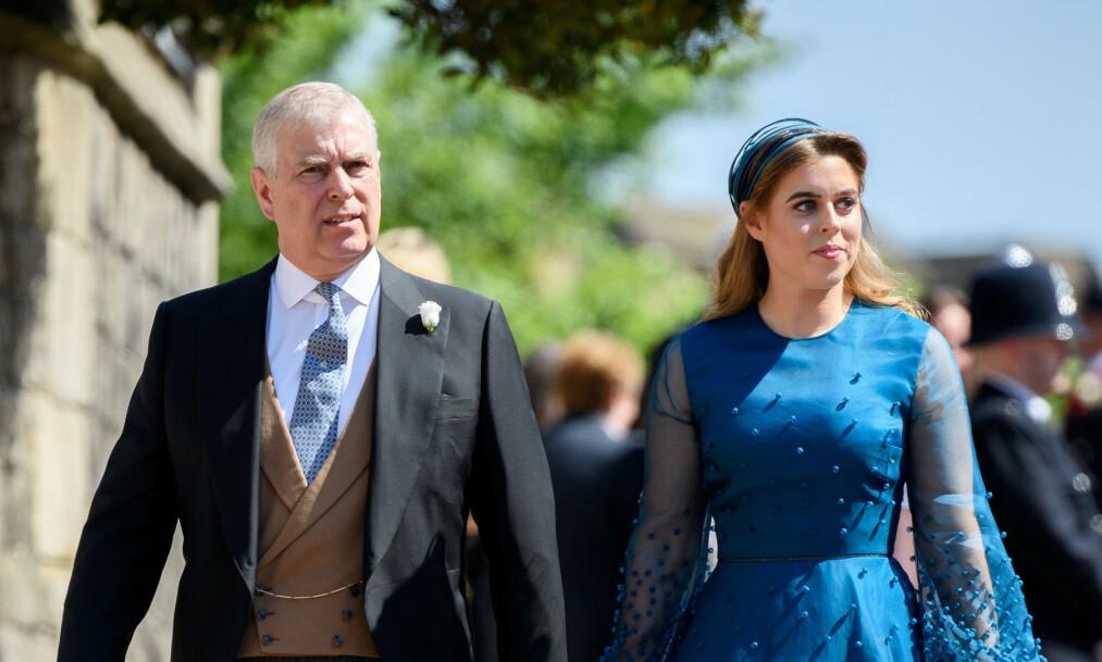 FAR OG DATTER: I mai skal prinsesse Beatrice gifte seg, og det er trolig faren prins Andrew som skal følge henne til alters. Foto: NTB Scanpix