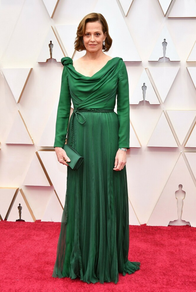 <strong>GRØNT:</strong> Skuespiller Sigourney Weaver hadde et helgrønt antrekk fra Dior Haute Couture. Foto: NTB scanpix