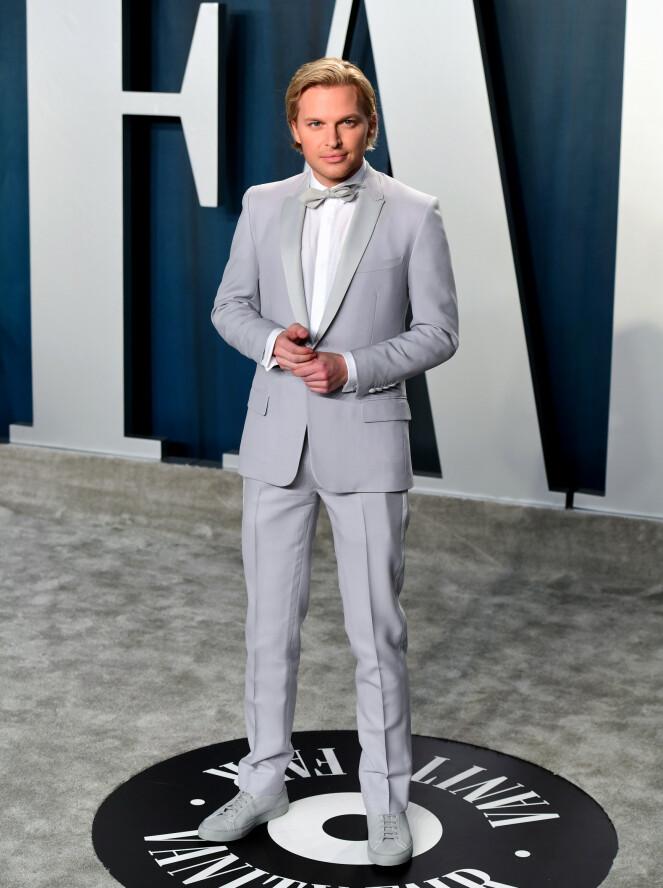 <strong>HELGRÅTT:</strong> Journalist og sønnen til regissør Woody Allen og skuespiller Mia Farrow, Ronan Farrow, hadde kledd seg i en helgrå dress for anledningen. Foto: NTB Scanpix