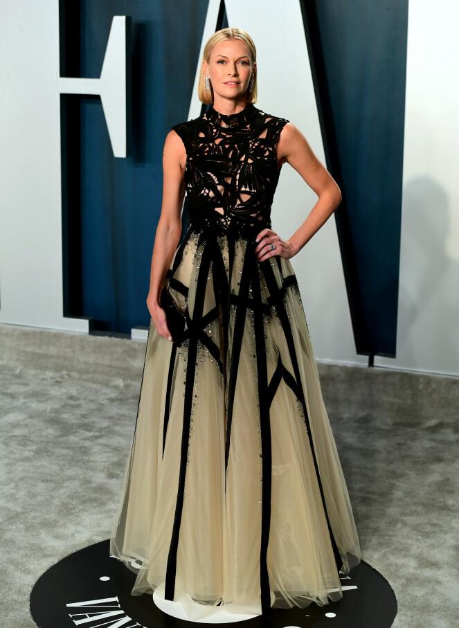 <strong>DETALJRIK KJOLE:</strong> Skuespiller Sarah Murdoch hadde på seg en lang kjole som inneholdt flere detaljer og utskjæringer. Foto: NTB Scanpix
