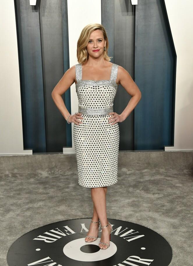 <strong>POSERTE:</strong> Hollywood-stjernen Reese Witherspoon poserte velvillig foran kameraene iført en cocktailkjole fra Dolce &amp; Gabbana. Til kjolen valgte skuespilleren et par sko fra Loboutin. Foto: NTB Scanpix