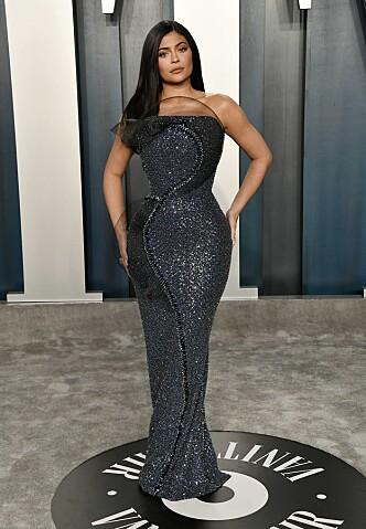 <strong>VILL MIDJE:</strong> Kylie Jenner hadde strammet korsettet noen hakk ekstra i anledning den store kvelden. Foto: NTB scanpix