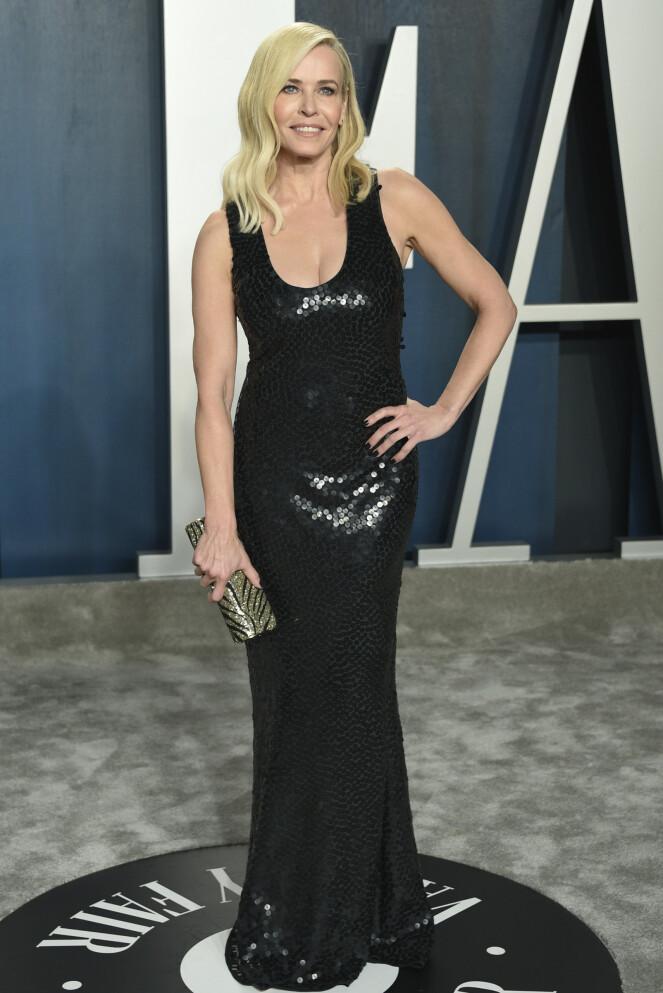 <strong>KLASSISK:</strong> Komiker Chelsea Handler valgte å gå for en sort lang paljettkjole under Vanity Fairs etterfest. Foto: NTB Scanpix